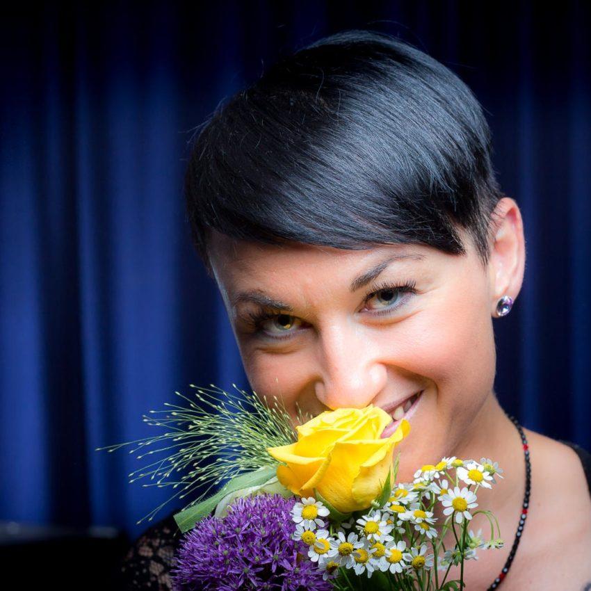 Schöne Blüten - wunderschöne Frau