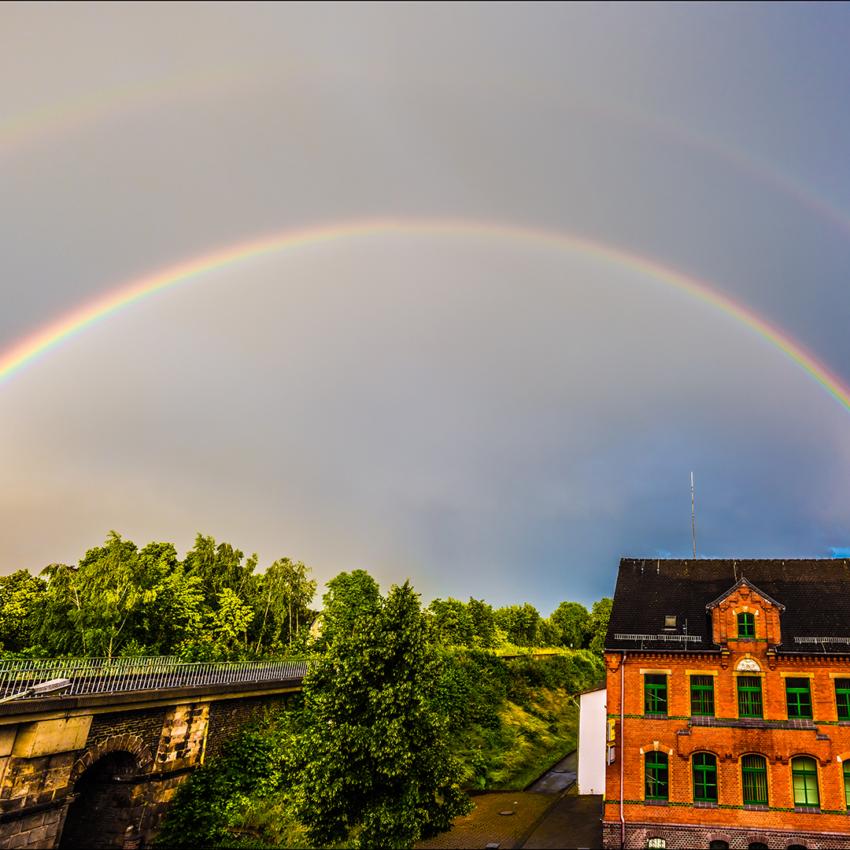 Schräger Regenbogen