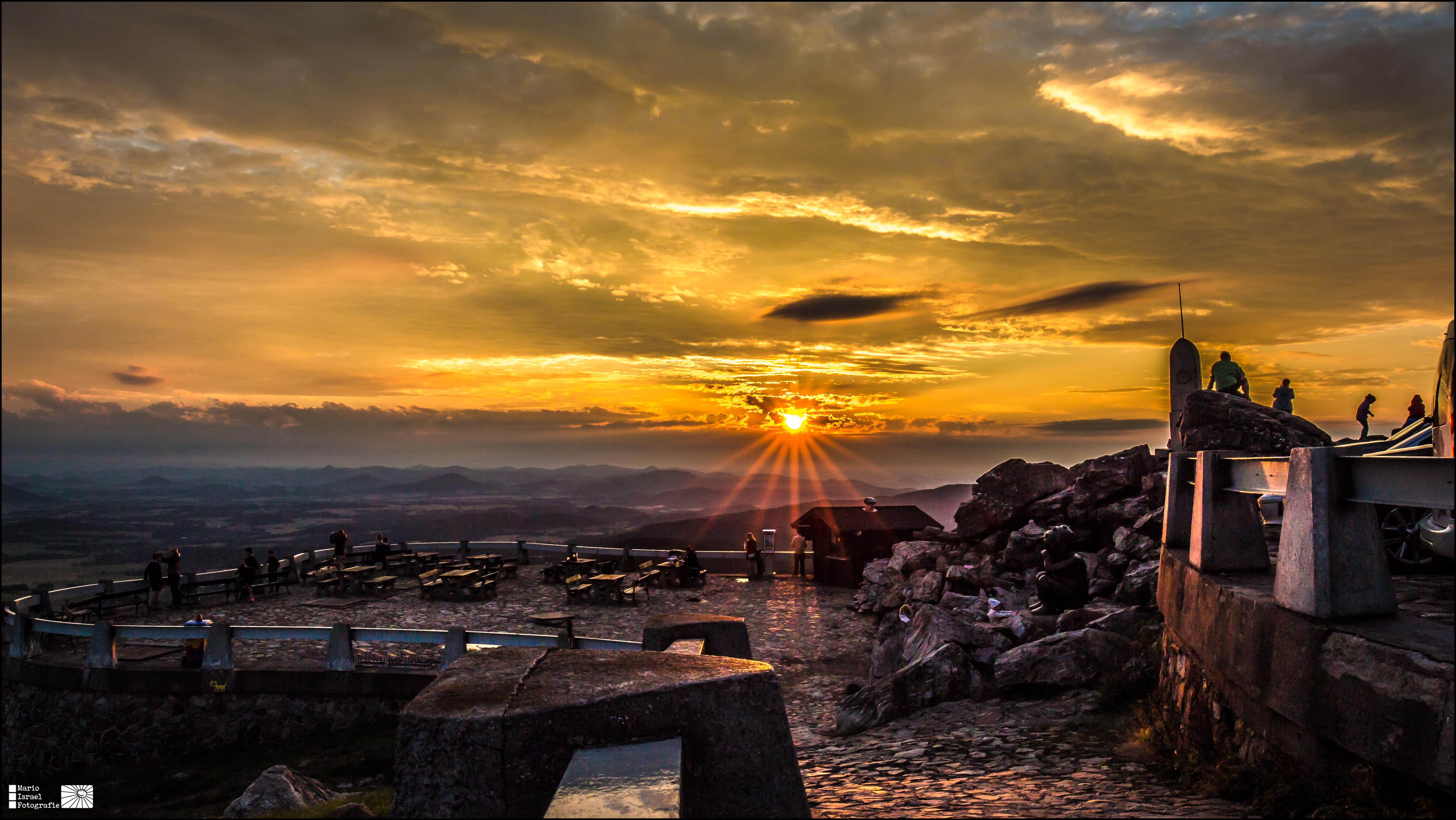 Sonnenuntergang auf dem Plateau des Jeschken/Ještěd